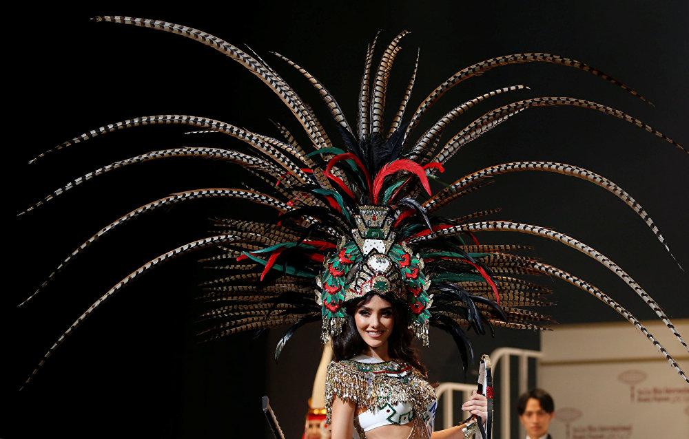 23-летняя Читлали Хагиера из Мексики в национальном костюме