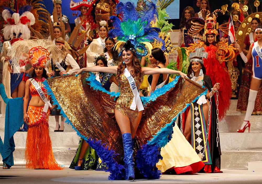 23-летняя Карла Патриция Малдонадо Симони из Боливии в ярком наряде