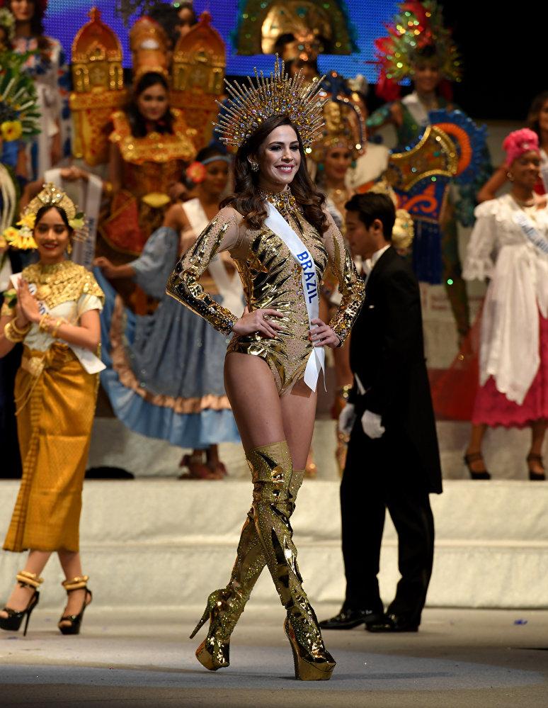 Модель из Бразилии — 25-летняя Бруна Занардо