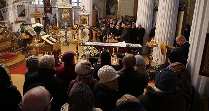После отпевания тело Михаила Задорнова доставят в Юрмалу — его похоронят на местном кладбище рядом с отцом.