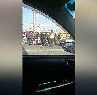 Бишкекте машина кишини коюп кетти. Кырсыктын видеосу