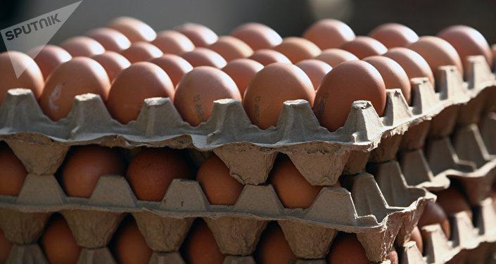 Лотки с яйцами. Архивное фото