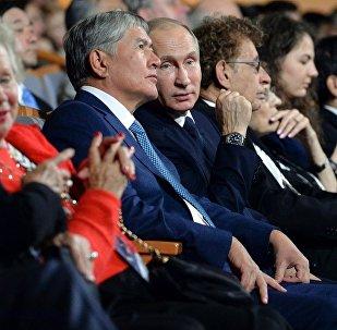 Президент Кыргызской Республики Алмазбек Атамбаев сегодня, 17 ноября, в рамках рабочего визита в город Санкт-Петербург в качестве Почетного гостя принял участие в Гала-открытии VI международного Санкт-Петербургского культурного форума.
