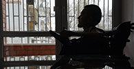 Архивное фото россиянина Валерия Спиридонова, согласившийся на первую в мире операцию по пересадке головы, в своей квартире в городе Владимире