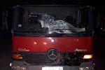 В Чуйской области на объездной дороге грузовая машина марки Mercedes насмерть сбила 30-летнего пешехода