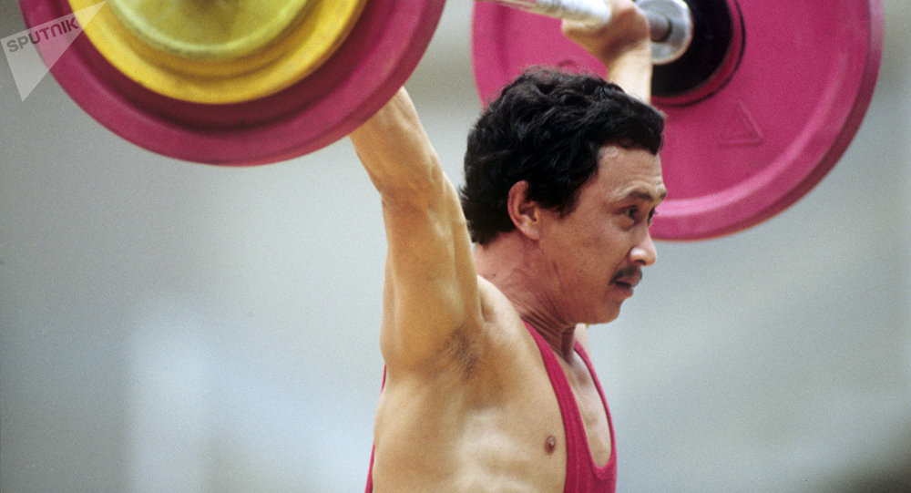 Олимпиада чемпиону, оор атлетика боюнча дүйнөнүн төрт жолку чемпиону Каныбек Осмоналиевдин архивдик сүрөтү