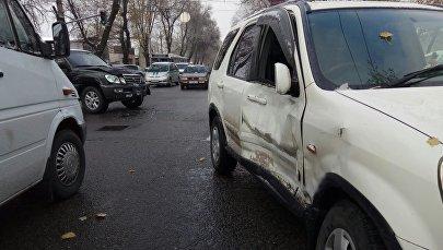 На пересечении улиц Горького и Жукеева-Пудовкина в Бишкеке произошло ДТП