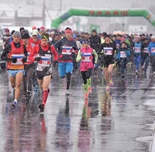 Бүгүн, 19-ноябрда, Бишкекте биринчи жолу эл аралык жарым марафон болуп өткөнүн мэриянын маалымат кызматы кабарлады