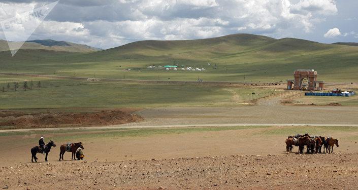 Лошади в монгольских степях. Архивное фото