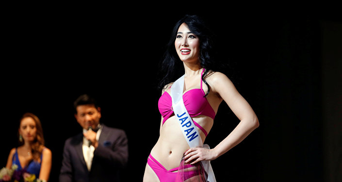 Представительница Японии Натцуки Цуцуи на конкурсе красоты Miss International в Токио