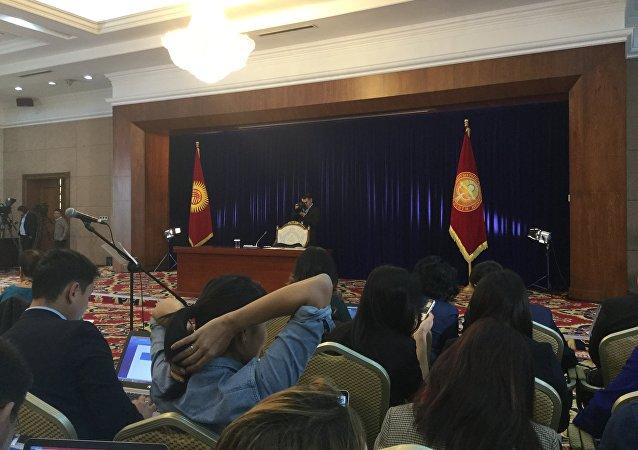 Журналисты на итоговой пресс-конференции Алмазбека Атамбаева