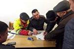 Задержание мужчины, пытавшегося ворваться в квартиру выпускающего редактора Sputnik Кыргызстан Айиды Батырбековой
