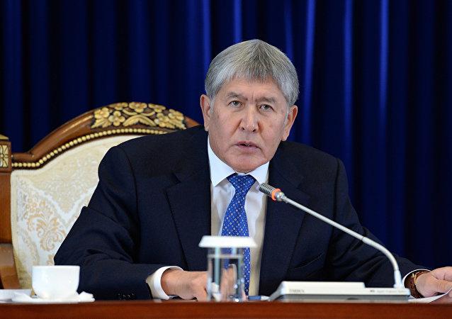 Президент Кыргызстана Алмазбек Атамбаев во время итоговой пресс-конференции