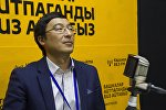 Директор программы Общественное здравоохранение фонда Сорос — Кыргызстан Айбек Мукамбетов во время интервью на радио Sputnik Кыргызстан