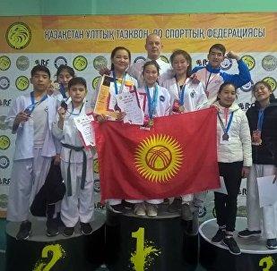 Кыргызстандын таэкван-до боюнча курама командасы Казакстандагы мелдеште 10 медаль утту