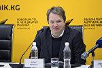 Международный гроссмейстер Найджел Шорт на пресс-конференции в мультимедийном пресс-центре Sputnik Кыргызстан.