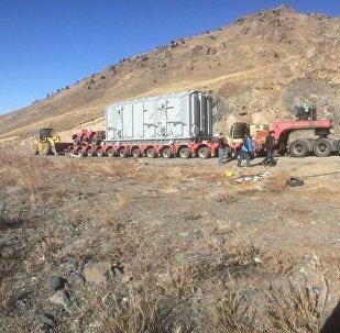 Токтогул ГЭСине 260 тонналык блоктук трансформатор жеткирилгенин Улуттук энергохолдинг ААКсынын маалымат кызматынан билдиришти