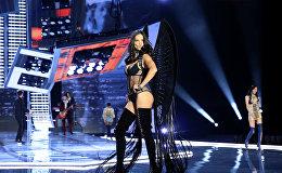 Модель Адриана Лима во время показа новой коллекции Victoria's Secret в Шанхае