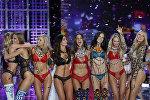 Модели во время показа коллекции Victoria's Secret в Шанхае. Архивное фото