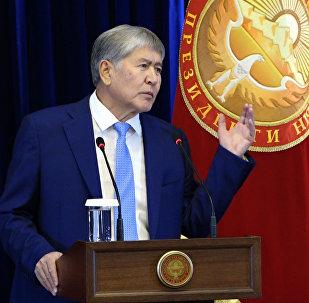 Атамбаев: Кытай менен Россияны таарынтканыбыз үчүн АКШ базасын чыгардым