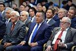 Советник президента КР Икрамжан Илмиянов награжденный орденом Манас III степени  на церемонии награждения в Государственной резиденции Ала-Арча