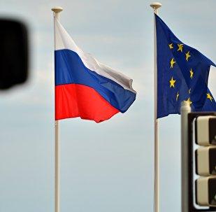 Флаги России и ЕС. Архивное фото