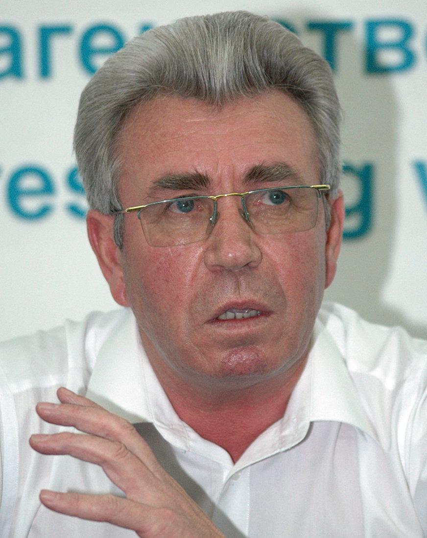 Экс-премьер-министр КР Николай Танаев на пресс-конференции в Бишкеке (Кыргызстан). 23 августа 2005 года