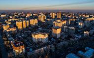 Вид на утренний Бишкек в высоты. Архивное фото