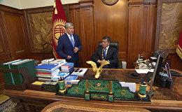 Первые минуты Сооронбая Жээнбекова в кабинете президента — видео