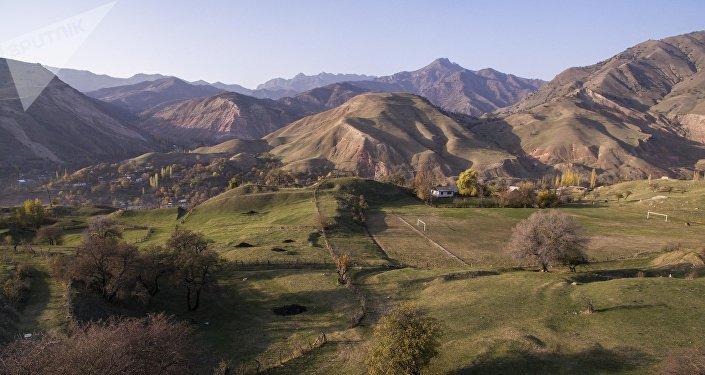 Отделённое село в Джалал-Абадской области. Архивное фото