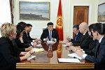 Президент Сооронбай Жээнбеков аппарат жетекчилиги менен кеңешме өткөргөнүн өлкө башчынын маалымат кызматы билдирди