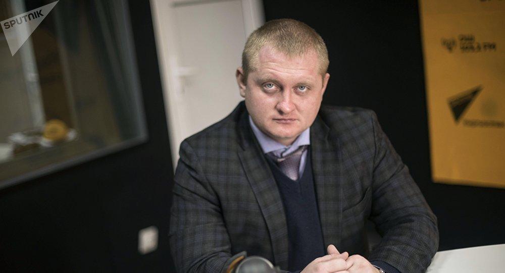 Белорусский аналитик и политтехнолог Александр Шпаковский во время интервью на радио Sputnik Кыргызстан
