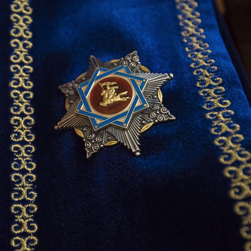 Одна из самых высоких государственных наград — орден Манас...