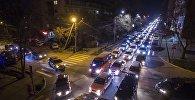 Автомобильный затор на одном из улиц Бишкека. Архивное фото
