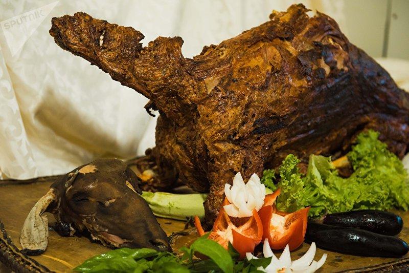 Приготовленная баранина в тандыре