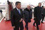 Первый зарубежный визит — видео прибытия Жээнбекова в Москву