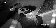 Угнать за 60 секунд: воры украли авто менее чем за минуту — видео