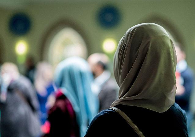 Хиджабчан аял. Архив