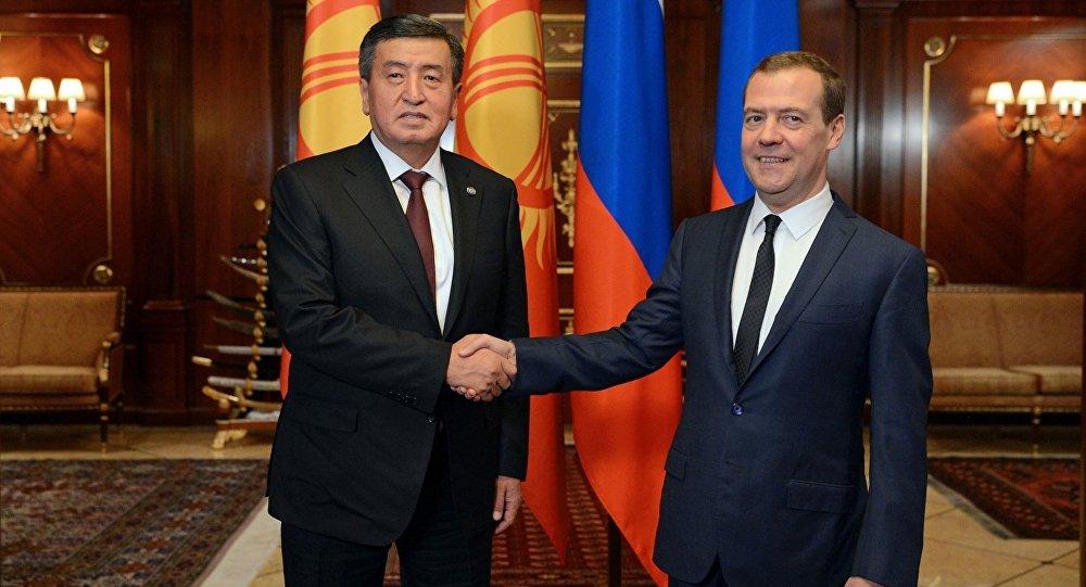 Президент Сооронбай Жээнбеков Россияга болгон иш сапарынын алкагында РФ өкмөт башчысы Дмитрий Медведев менен жолукту