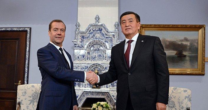 Алар кыргыз-орус кызматташтыгынын актуалдуу маселелерин талкуулашты.