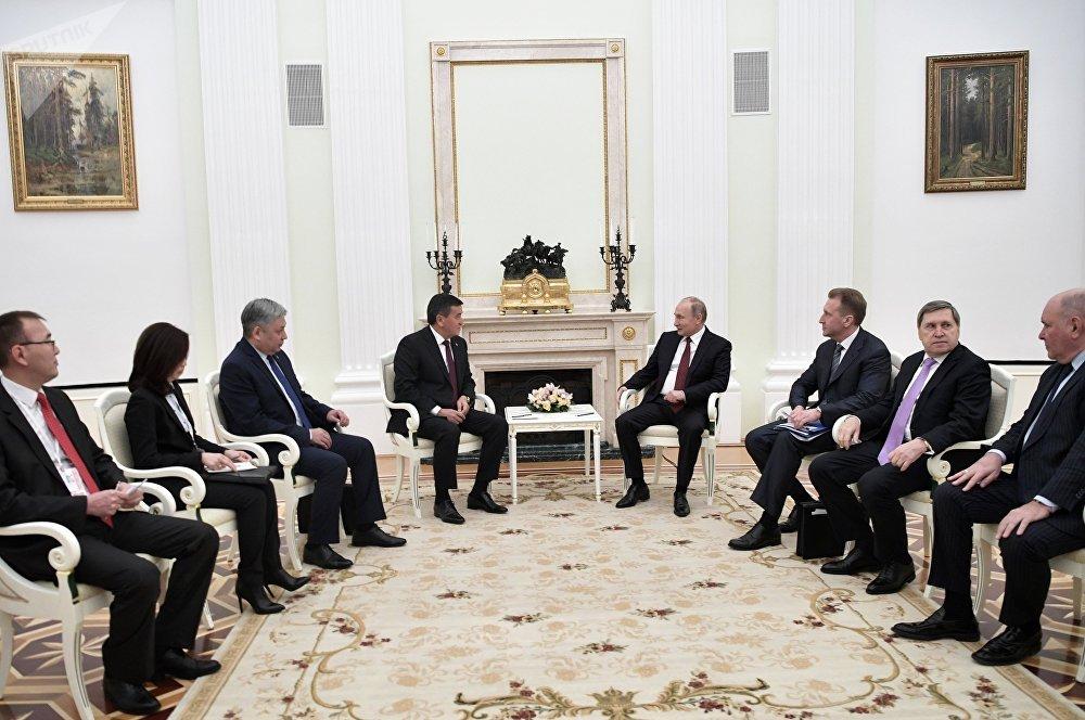 Жээнбеков Путинге биринчи даражадагы Манас орденин тапшырды