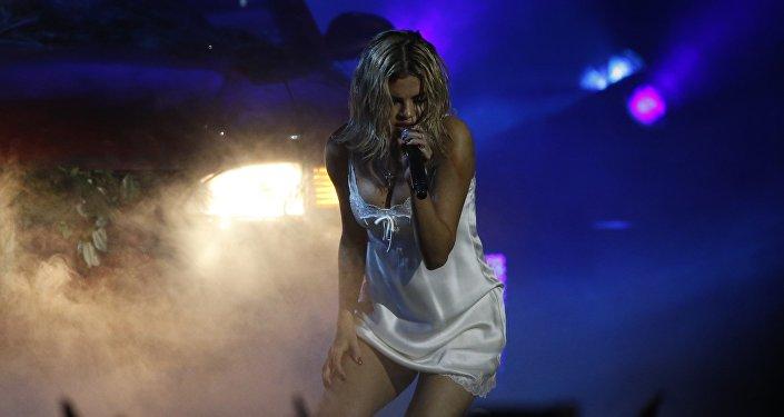 Выступление певицы Селены Гомес на церемонии American Music Awards в Лос-Анджелесе