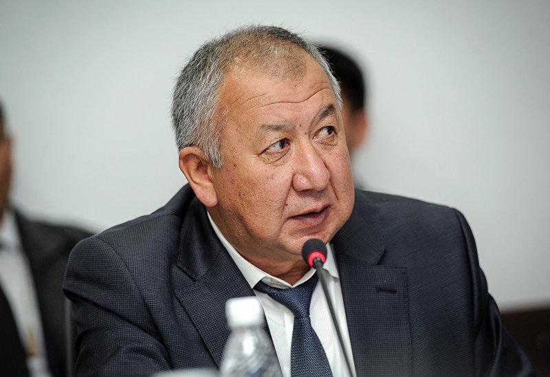 Министр чрезвычайных ситуаций Кубатбек Боронов на селекторном совещании по вопросам отселения населения, проживающего в зонах, подверженных стихийным бедствиям.