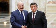 Белорусиянын өлкө башчысы Александр Лукашенко Минск шаарында өтүп жаткан ЖККУнун юбилейлик саммитинде Сооронбай Жээнбековду президенттик кызматына киришүүсү менен куттуктады