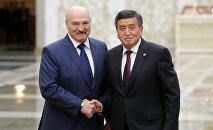 Президент Сооронбай Жээнбеков белоруссиялык кесиптеши Александр Лукашенко менен. Архивдик сүрөт