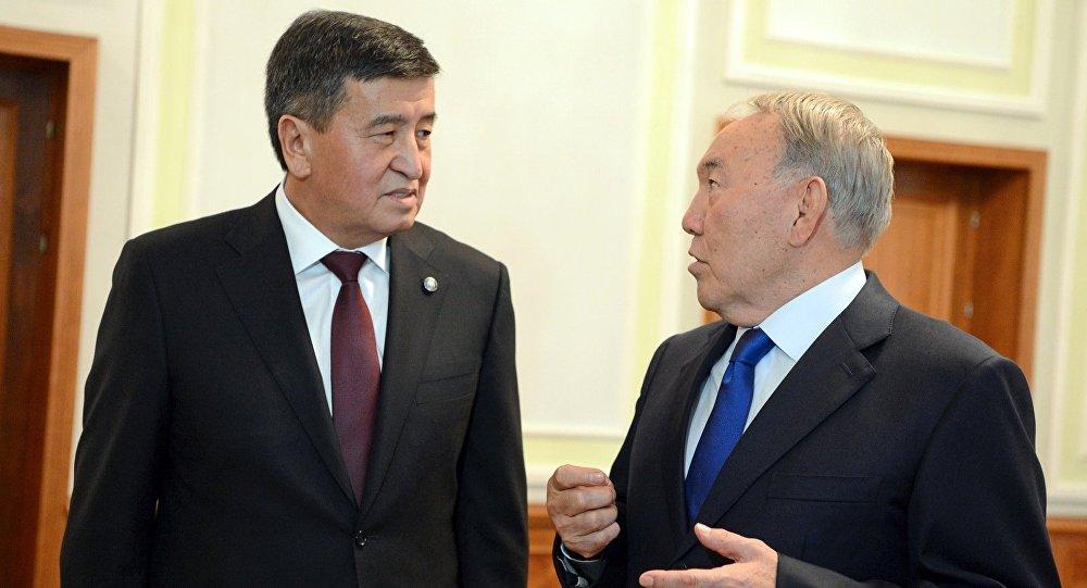 Кыргызстандын президенти Сооронбай Жээнбеков Нурсултан Назарбаев менен жолугушуу учурунда. Архив