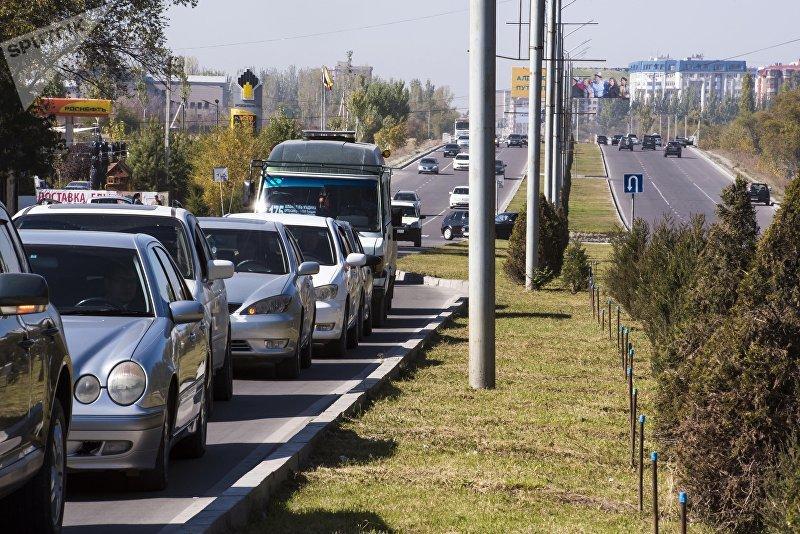 Автомобильный затор по улице Масалиева (Южная магистраль)
