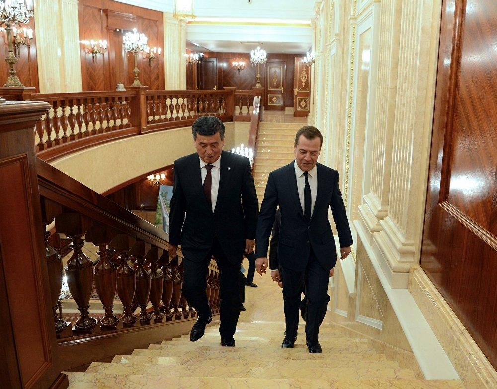 Президент Сооронбай Жээнбеков Россиянын премьер-министри Дмитрий Медведев менен