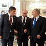 Соцтармакта катуу талкууга түшкөн сүрөт. Көпчүлүк бул ирмемди Путин Кыргызстан менен Казакстанды элдештирүүгө кам урган сыяктуу кабыл алууда