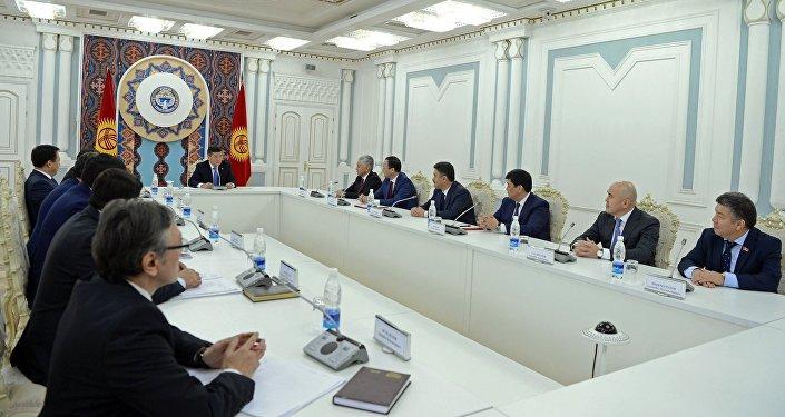 Они обсудили вступившие в силу конституционные поправки и результаты встречи главы Кыргызстана с президентом РК Нурсултаном Назарбаевым